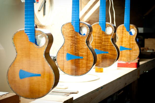 4 tenor ukuleles